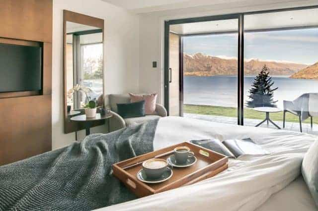 A relaxing suite with a beautiful view of Lake Wakatipu